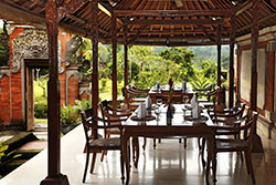 outdoor dining at Puri Bagus manggis